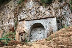Tomba della Sirena nella necropoli etrusca di Sovana